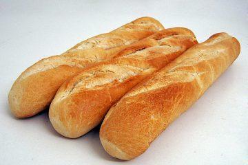 """4 mẹo giúp bánh mì đang """"ỉu xìu"""" trở nên giòn tan"""