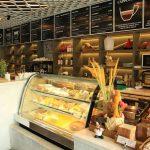 Tại sao công ty Viễn Đông bán tủ bánh kem giá cao hơn thị trường